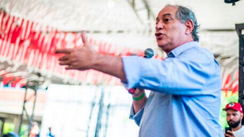 Ciro se exalta ao ser chamado de corrupto e dispara: 'O Lula está preso, eu não, babaca!'