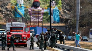 Bolsonaro convoca reunião de emergência com ministros para debater crise na Venezuela