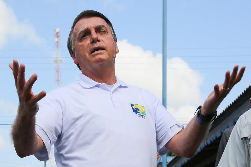 Bolsonaro obriga 10.5 milhões de brasileiros, que seriam isentos, a pagar IR