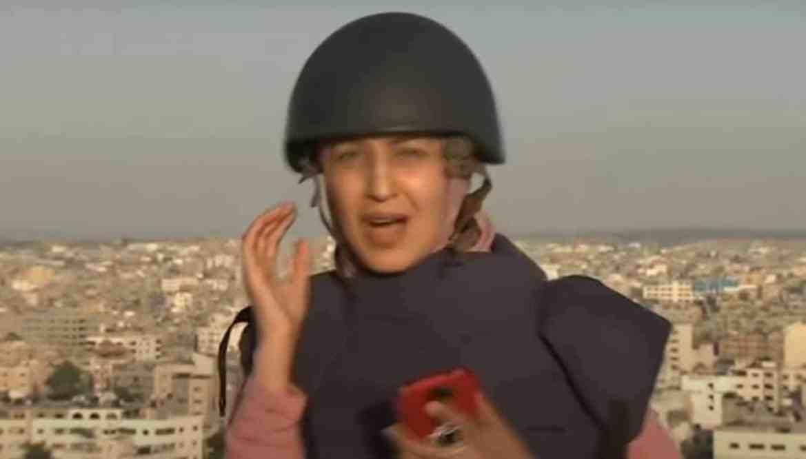 Vídeo: Ao vivo na Faixa de Gaza, repórter procura abrigo após explosão