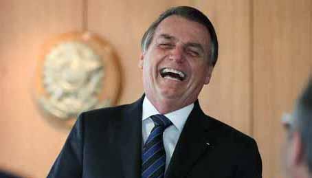 Bolsonaro ri de Renan Calheiros e insinua que Omar Aziz é corrupto