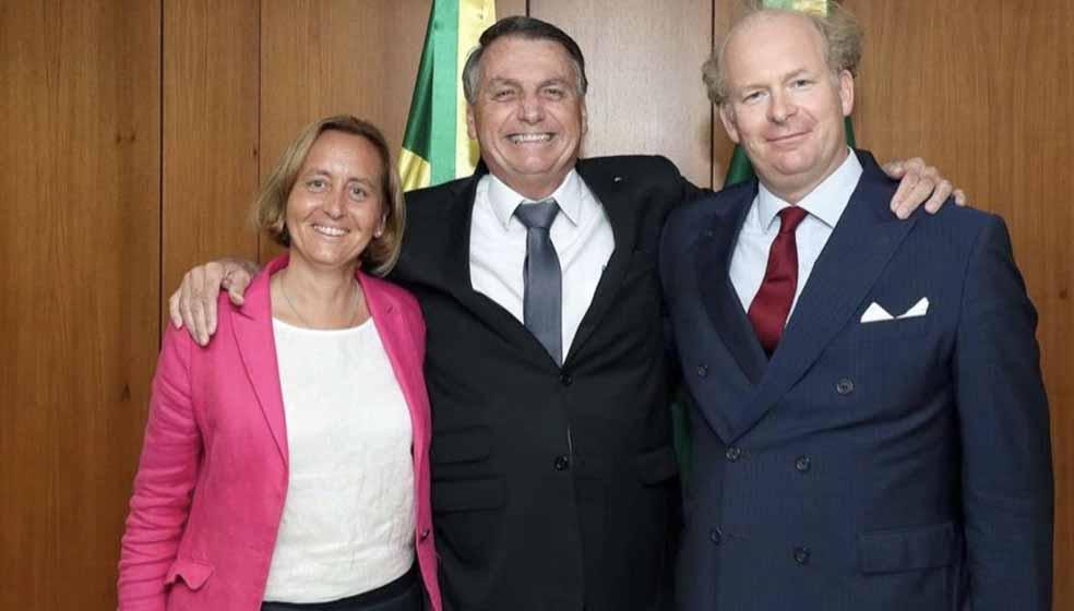Bolsonaro se encontra com neta de ministro de Hitler, extremista alemã