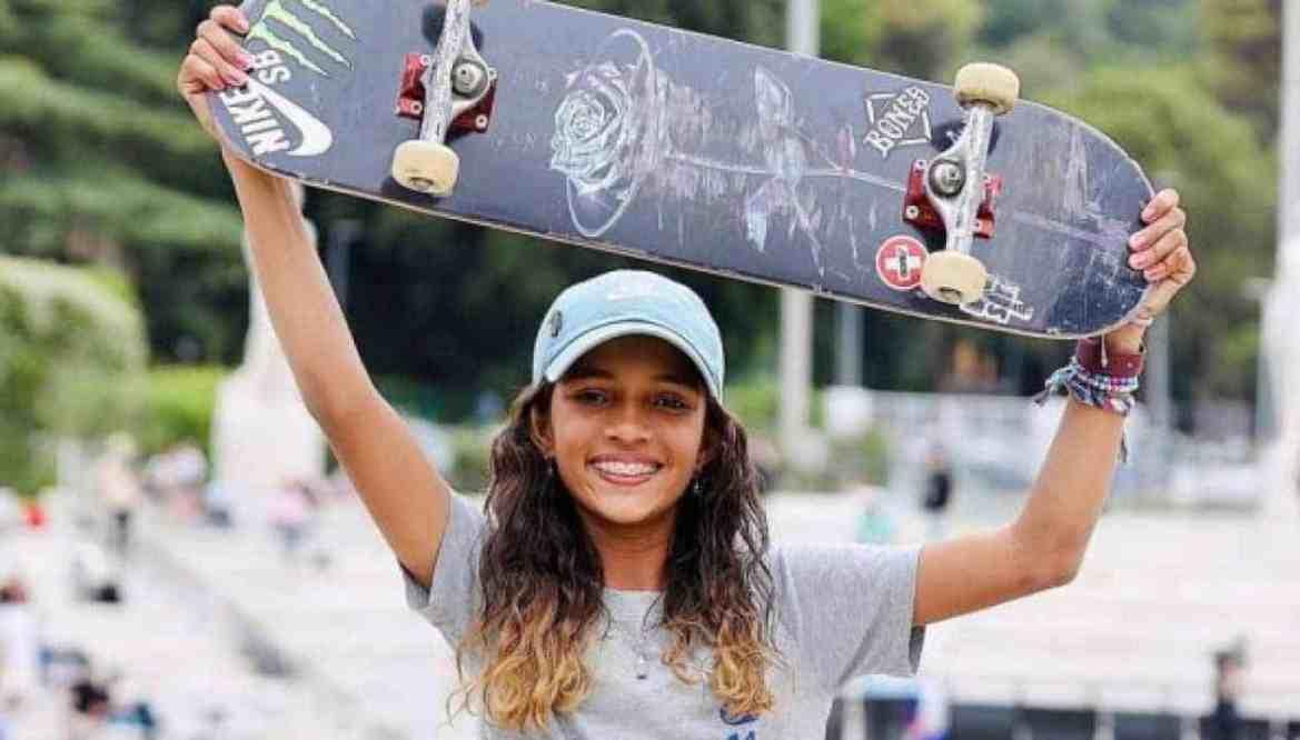 Com 13 anos, skatista Rayssa Leal faz história e ganha prata nas Olimpíadas