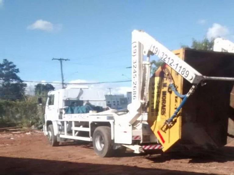 Remoção de entulho no bairro Jardim Chapadão