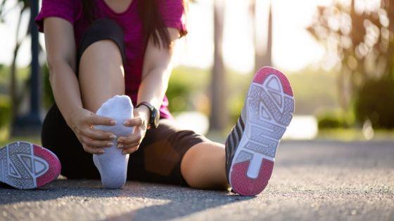 pés incham durante e depois da corrida