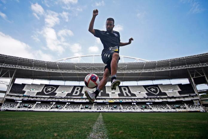 Vancouver Whitecaps contrata Caio Alexandre, jovem destaque do Botafogo