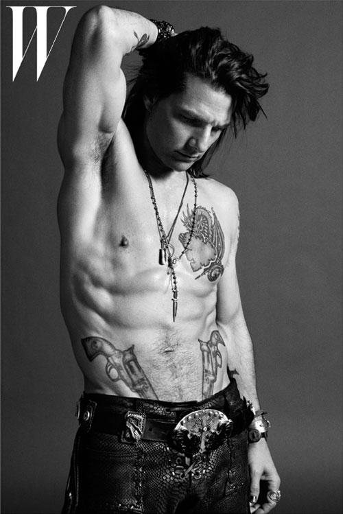 Tom Cruise Body Measurements
