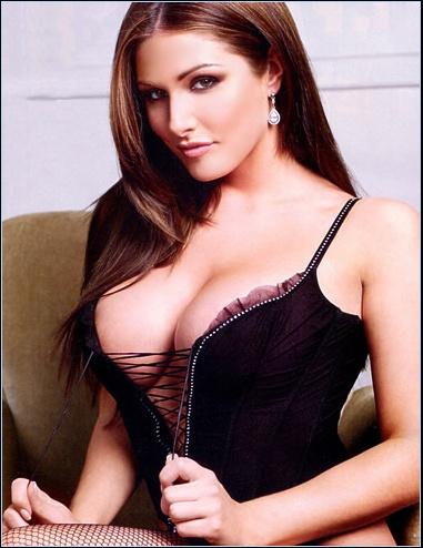Lucy Pinder Bra Size