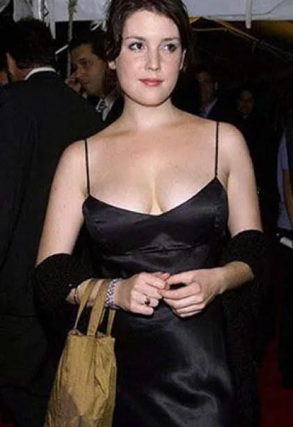 Melanie Lynskey Bra Size