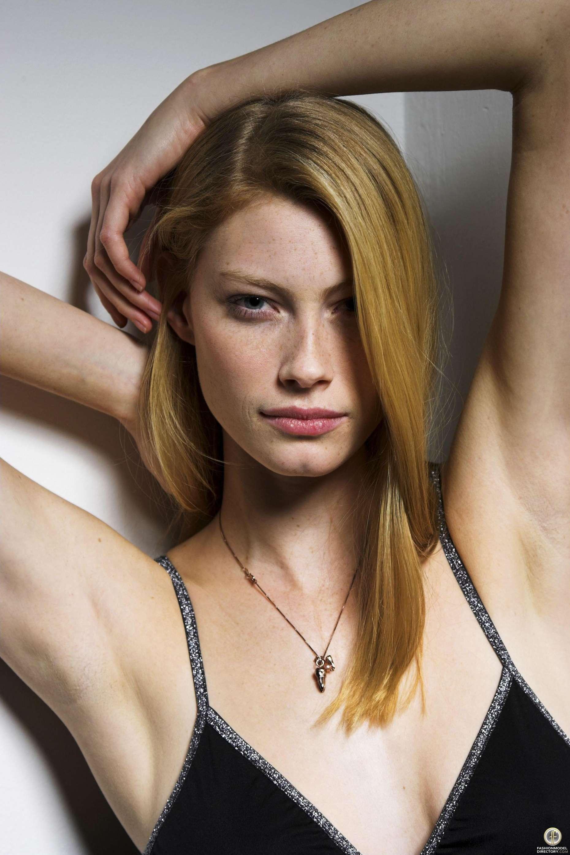 Alyssa Sutherland Bra Size