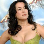 Jennifer Tilly Bra Size And Measurements