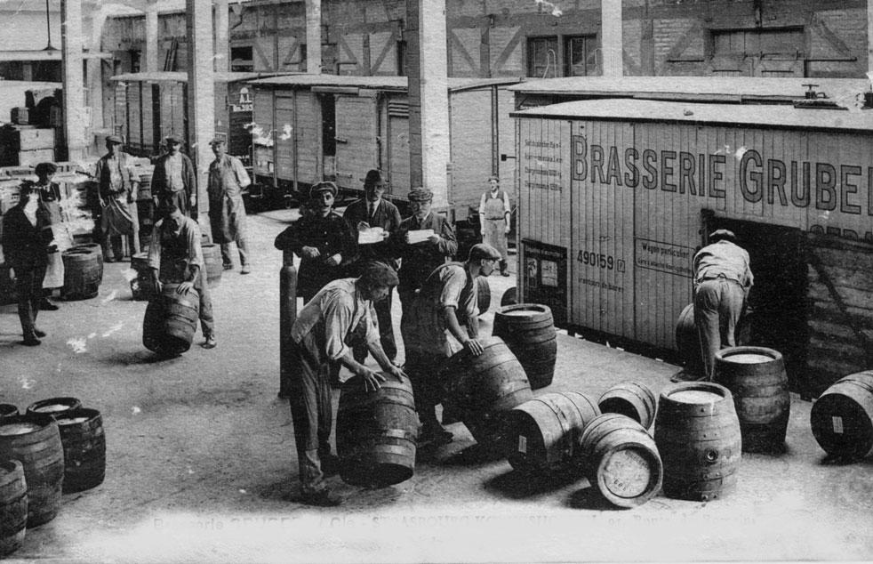 Déchargement fûts en bois dans les trains de la bière, Alsace, Brasserie Gruber 1860