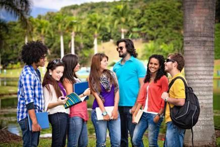 Como falar outros idiomas pode ajudar a economizar nas férias