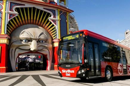 SkyBus de Melbourne oferece viagens entre St Kilda > Aeroporto