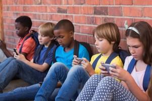 kids-with-phones.jpg