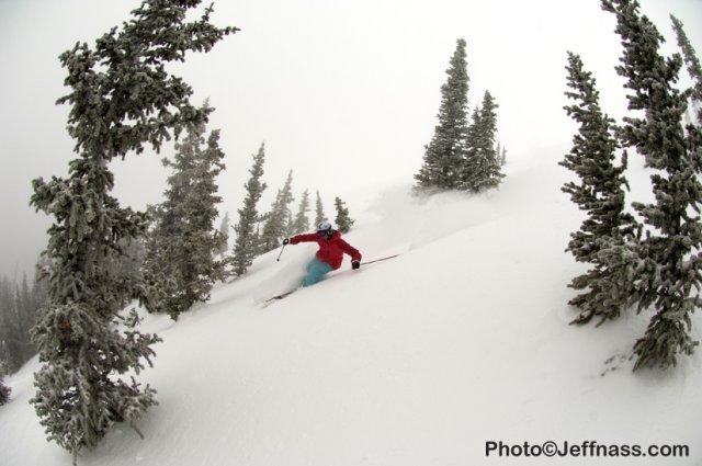 powder skiing monarch mountain