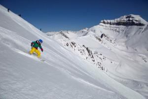 lake louise ski resort spring skiing