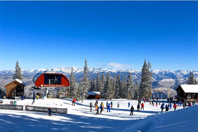 family-skiing-at-red-buffalo-park-at-beaver-creek-