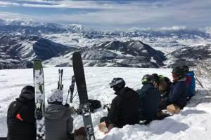 lunch-break-whisper-ridge-heli-skiing in utah