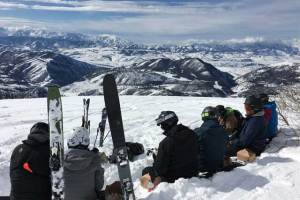 lunch-break-whisper-ridge-heli-skiing in utah