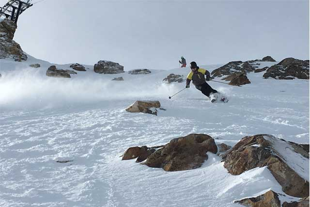 skiing-the-summit-of-mammoth-mountain