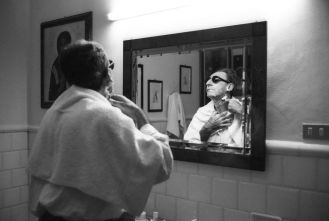 Luciano Viti via Getty Images Franco Battiato nella sua casa di Milo, Catania nel 1996