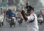 跳「月球漫步」指揮交通 印度交警:肇事率明顯降低