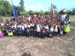 駐宏都拉斯邢大使與宏國國會議員Bermúdez共同主持捐贈非洲印地安裔(Garífuna)偏鄉社區家庭白米與學童書包捐贈儀式