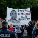 白人警壓死黑人!官方驗屍報告:死於心臟病 家屬不信
