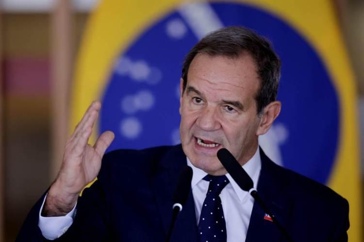 智利外交部長阿亞曼(Andres Allamand)。