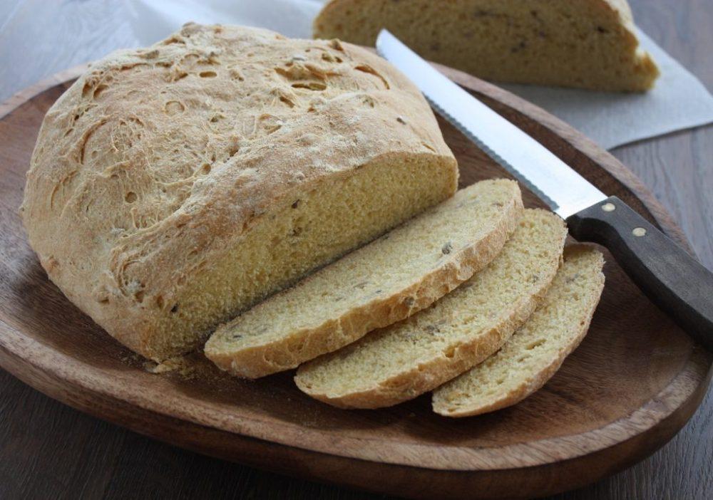 Pão de fubá de milho com semente de girassol Pão de fubá de milho com semente de girassol