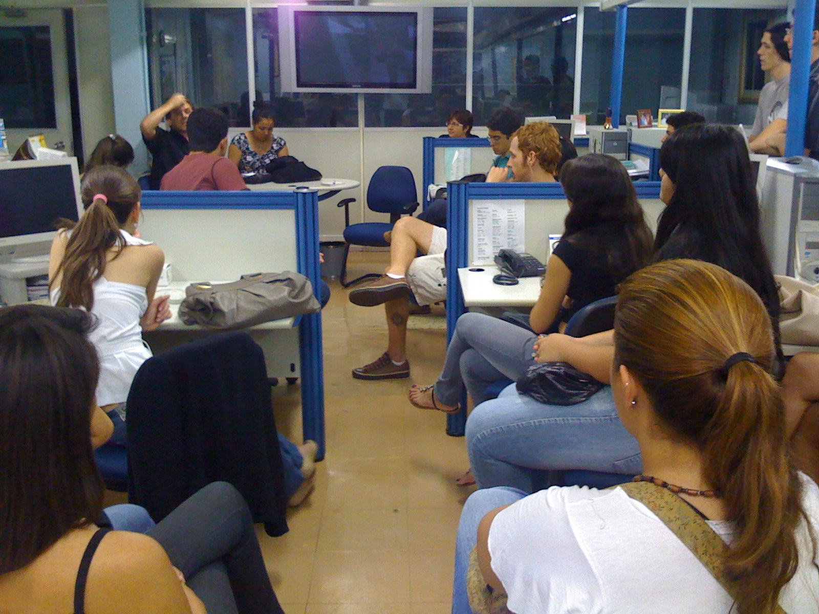 Estudantes do 2º ano de Jornalismo da UFMS, assistem palestra no Correio do Estado