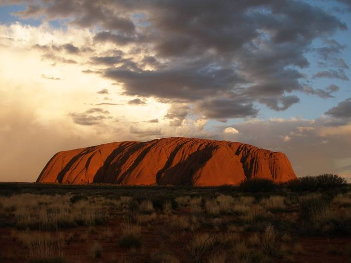 ayers-rock-1091748_1920