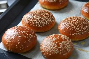 Chifle de hamburger cu drojdie