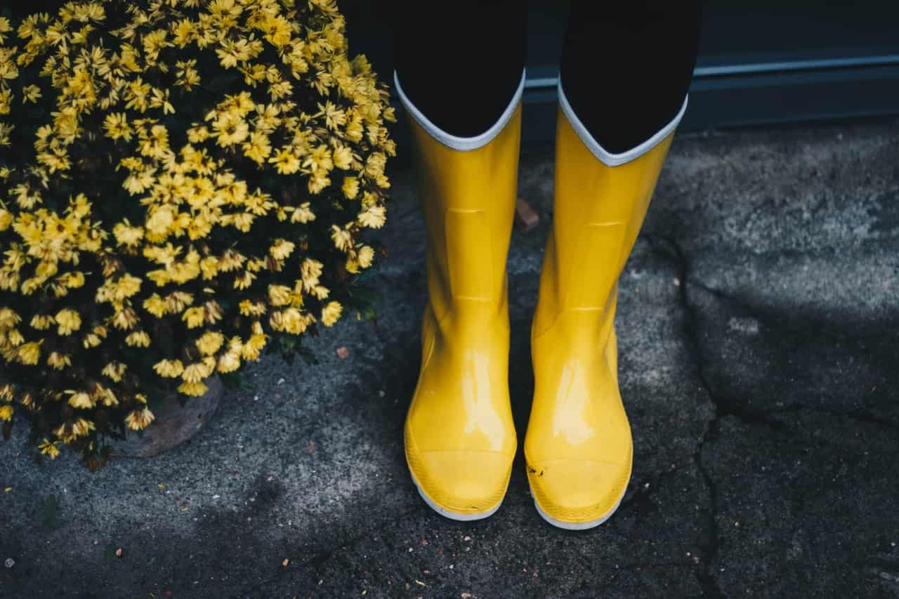 how_to_stretch_rubber_boots
