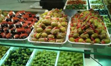 Juicy olives in the Mercado