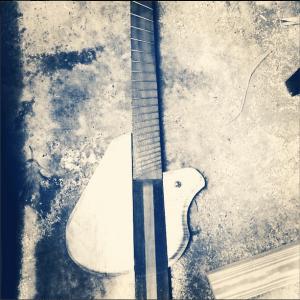 Custom-Guitar-black-white