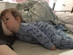 wide awake child, breasfeeding