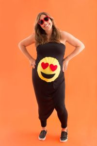You need these halloween costumes for pregnant moms in your life, most of these look like awesome last minute costumes, therye totally perfect. Halloween for moms, mom costumes, pregnancy costume ideas, pregnant halloween, gumball halloween costume, gum, cute halloween costumes for pregnant moms, maternity costumes for halloween, halloween costume hacks, easy halloween costumes for prengancy, last minute halloween costumes for expectant mothers, emoji costumes, emoji halloween costumes, breastfeeding world, laranda colbert