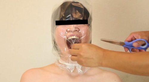 呼吸制御で窒息状態からマジに失神する色白女のエロ動画