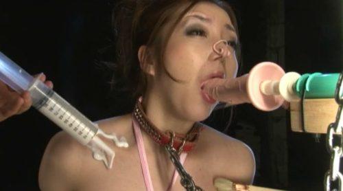 イラマチオ中に鼻を摘まみ呼吸制御の支配的プレイで窒息する鼻つまみフェチが悦ぶAVアダルト動画