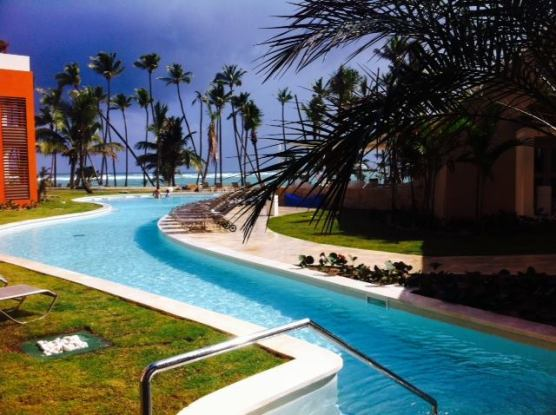 This pools leads you right up to the beach