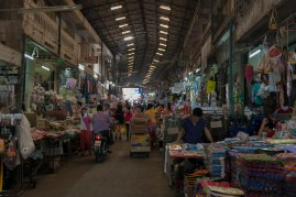 Ranong, bikes and pedestrians in the market