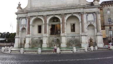 Sacha and Petra used to play in this fountain