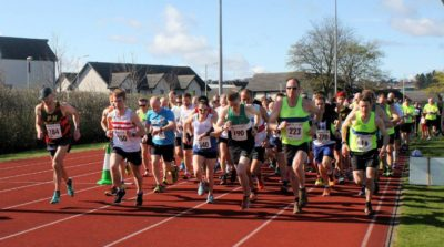 Picture shows runners wiating for the Tay Ten to start