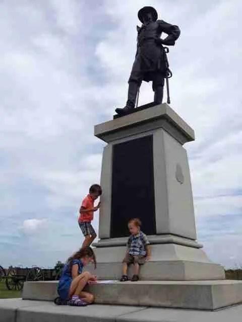Madeleine decoding a monument.