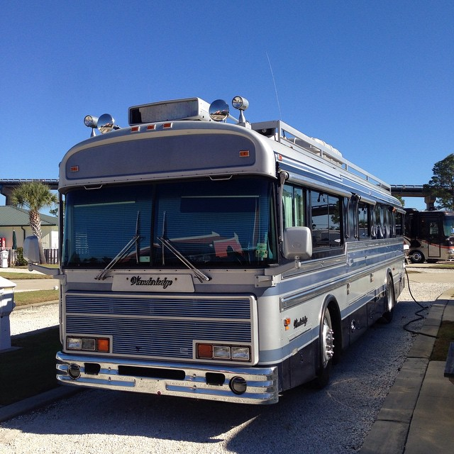 Kind of loving this old school WanderLodge bus style #rv