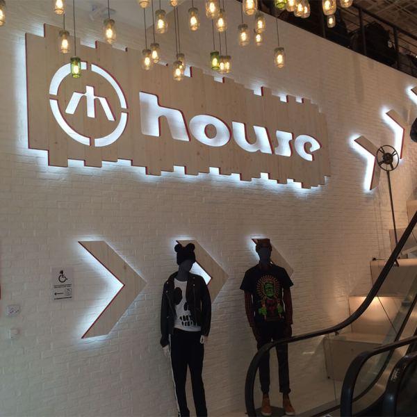 lysende bokstaver, led, skilt, LED-lys, visuelt, led dioder, neonlys, bokstaver med innvendig lys, lysende bokstaver på fasade, lys-boks 3