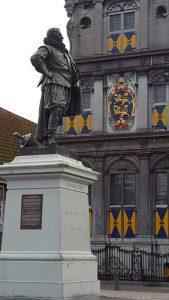 bhoorn-sq-coen-statue
