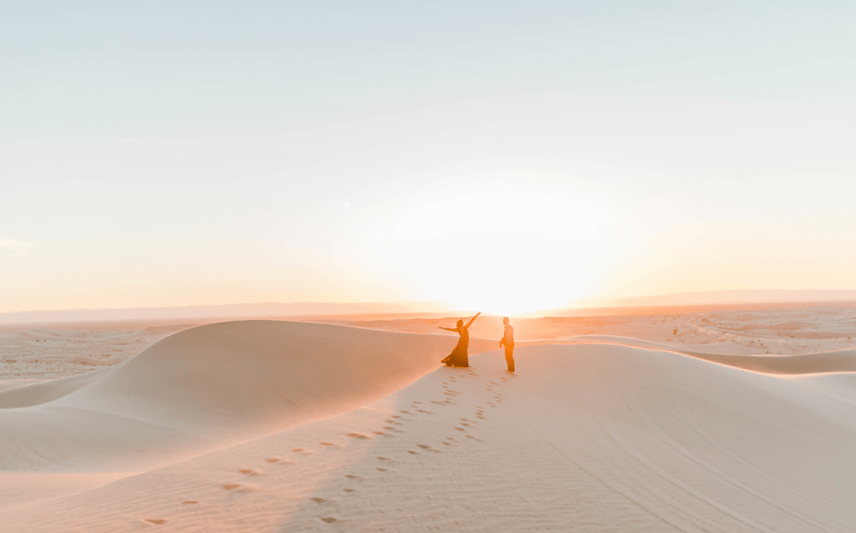 elopement in glamis sand dunes - guide to getting instahtam worthy photos in glamis sand dunes